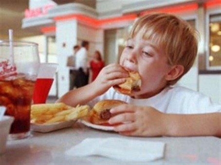 Comida rapida | campaña en Reino Unido contra a obesidad infantil