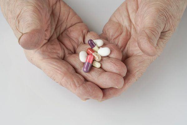Precauciones para tomar atorvastatina en personas mayores