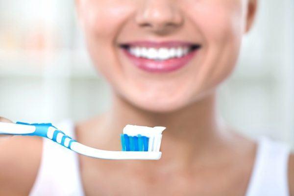 Prevencion de la candidiasis cepillarse bien los dientes