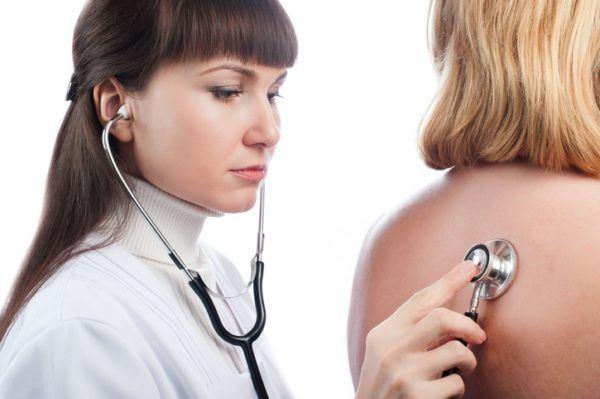 Sintomas de una neumonia examen fisico