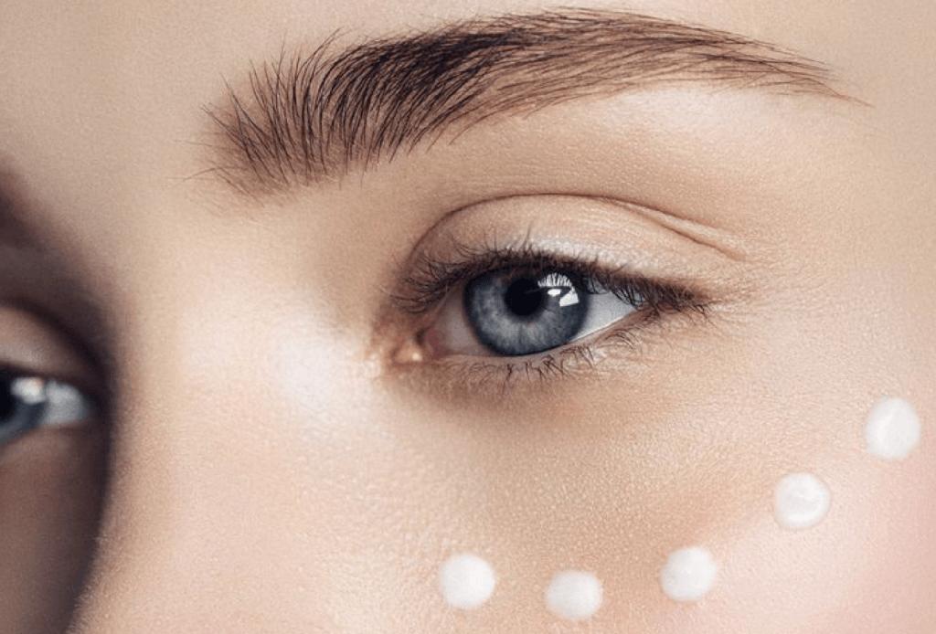 aplicar contorno ojos