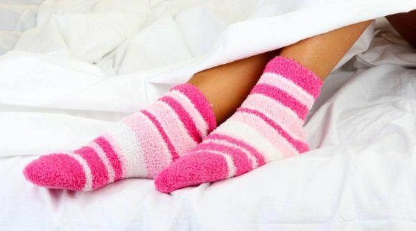 como-dormir-bien-10-trucos-para-reducir-el-insomnio-y-dormir-toda-la-noche-mueve-dedos-pies-cuesta-hasta-1000