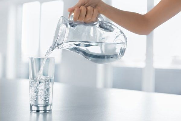 Como prevenir la cistitis o infeccion de orina beber liquidos de manera abundante