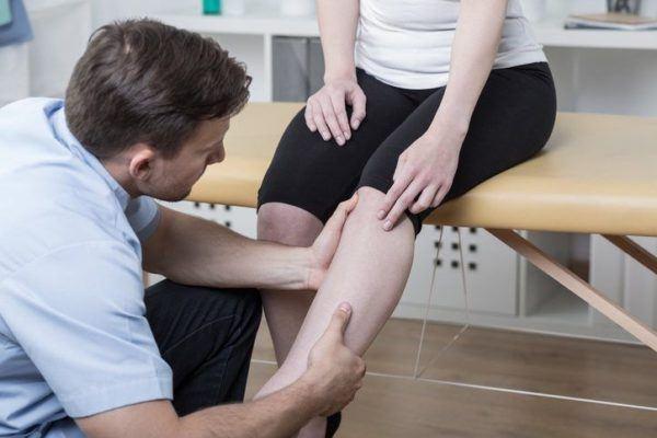 Dolor de rodilla indicando zona