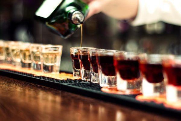 intoxicacion-alcoholica-aguda-chupitos