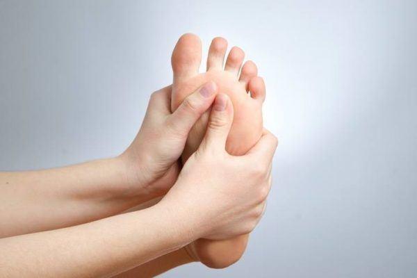 Metatarsalgia masaje a dos manos