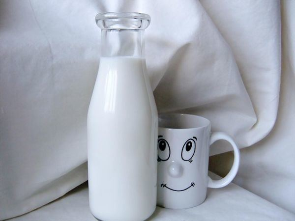 pastillas-de-calcio-propiedades-leche-taza-sonrisa