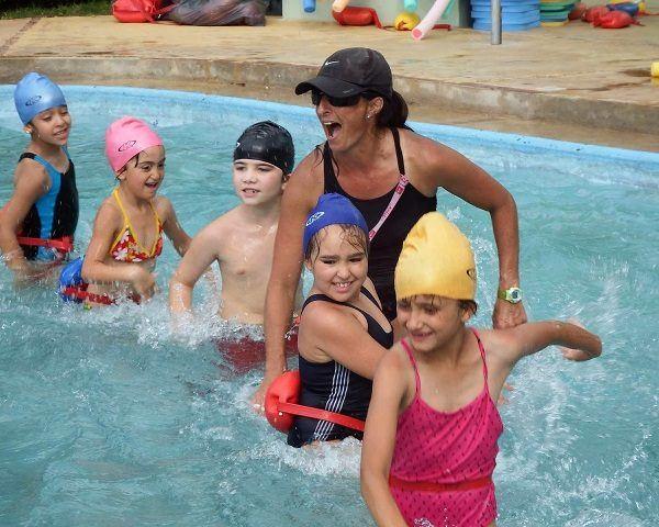 prevenir verrugas en la piscina