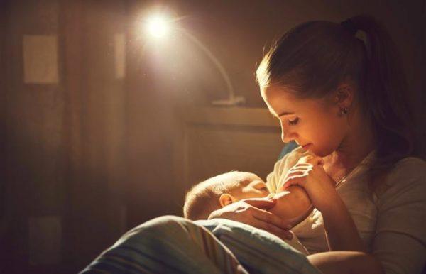 Que es la prolactina mujer amamanta a su bebe