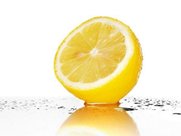 remedios-caseros-para-aclarar-la-voz-limon