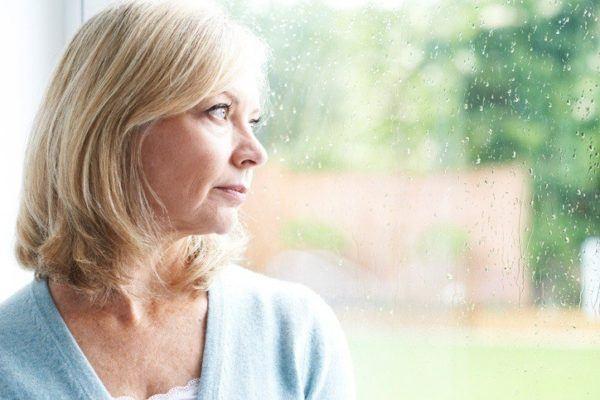 Sintomas de la depresion mujer ventana