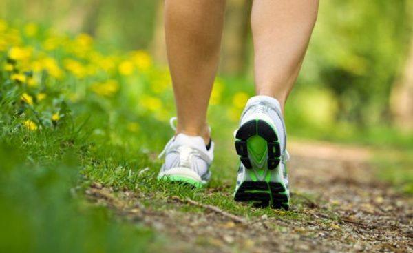 sintomas-del-parkinson-dificultad-para-caminar