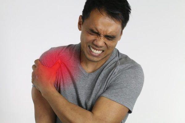 Tendinitis de hombro chico punto rojo