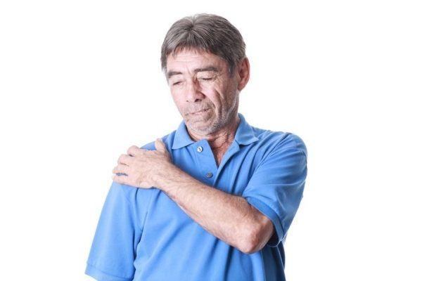Tendinitis de hombro hombre mayor